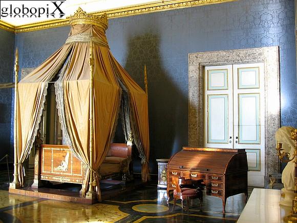 Foto reggia di caserta appartamento del re 2 globopix - Letto versailles ...
