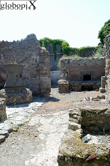 Pompei - Oven and mills