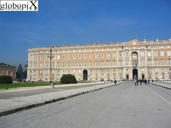foto reggia di caserta palazzo reale fronte esterno 2