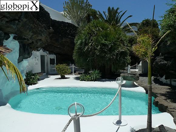 Foto lanzarote piscina della casa di manrique globopix for Piscina in casa