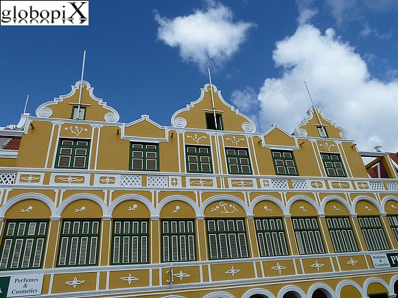 Photo curacao stile coloniale olandese globopix - Casa stile coloniale ...