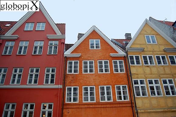 Photo copenaghen case colorate a copenaghen globopix - Facciate di case colorate ...