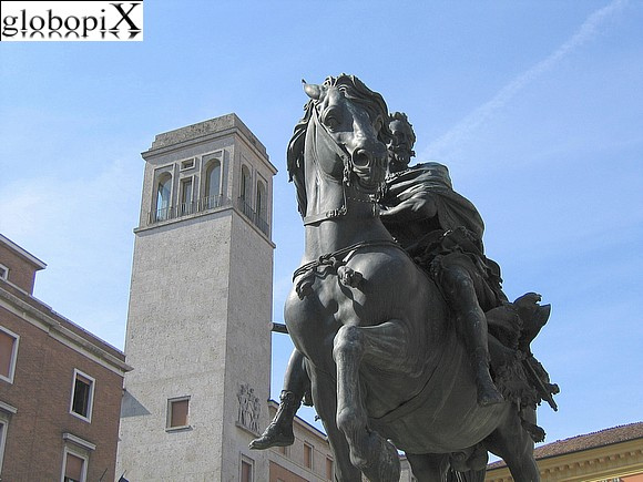 Piacenza - Equestrian monument in honour of Alessandro Farnese