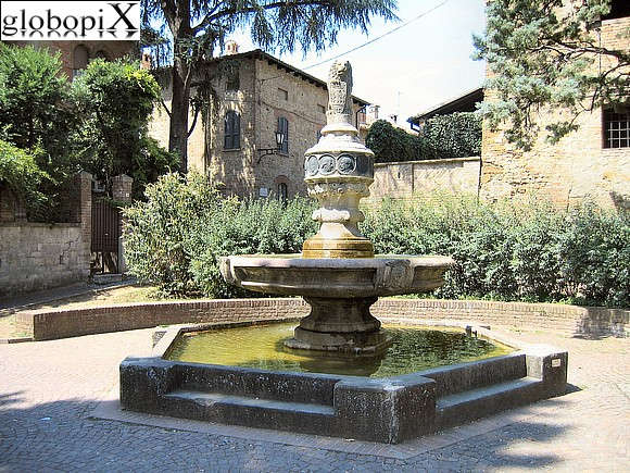 Castell'Arquato - Fountain in the Rocca's garden