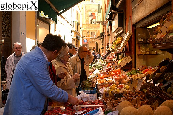 Foto bologna il mercato di mezzo 2 globopix - Il mercato della piastrella moncalieri orari ...