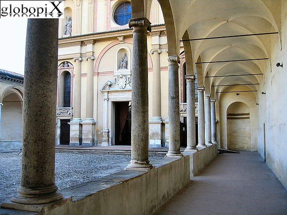 Piacenza - San Sisto courtyard with porticoes on three side