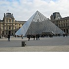 Photo: Piramide del Louvre