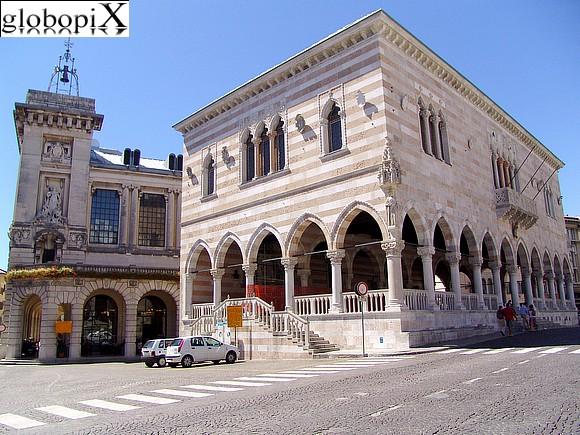 Foto udine piazza della libert loggia del lionello for Piazza del friuli