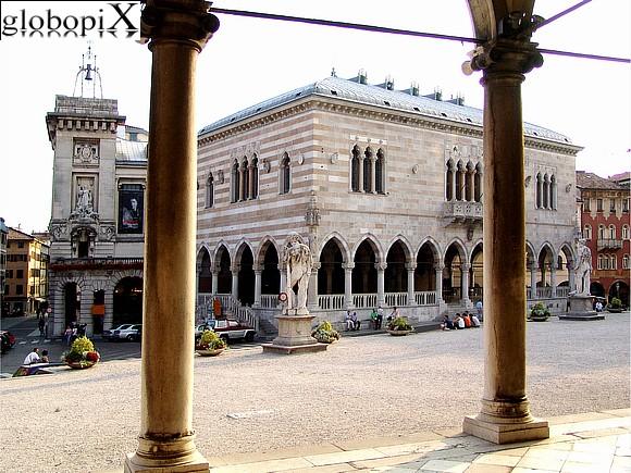 Foto udine piazza della libert loggia del lionello 4 for Piazza del friuli