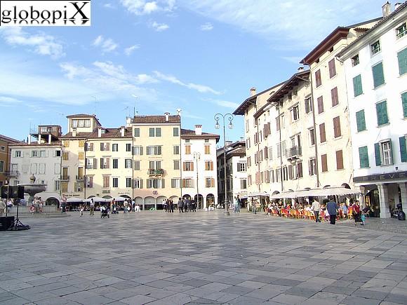 Photo udine piazza matteotti globopix for Piazza del friuli