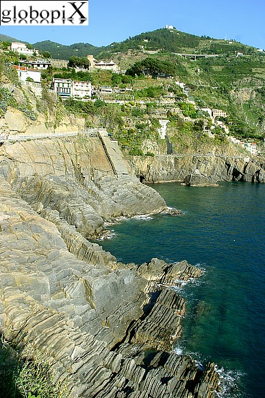 Cinqueterre - Rugged coast along Via dell'Amore
