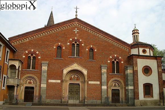 Foto milano basilica di s eustorgio globopix for Piazza sant eustorgio