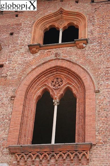 foto vigevano finestra bifora globopix