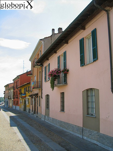 Pavia - Houses of Lungoticino