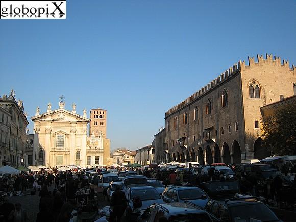 Foto mantova piazza sordello globopix for Piazza sordello