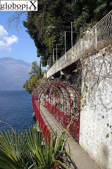 Lago di Como - Walkway along the lake.