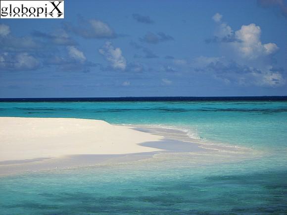 Maldive - spiaggia dellatollo Maafushivaru