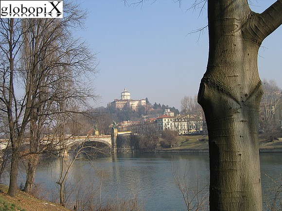 Turin - Bank of the Po with a view on Ponte Umberto I