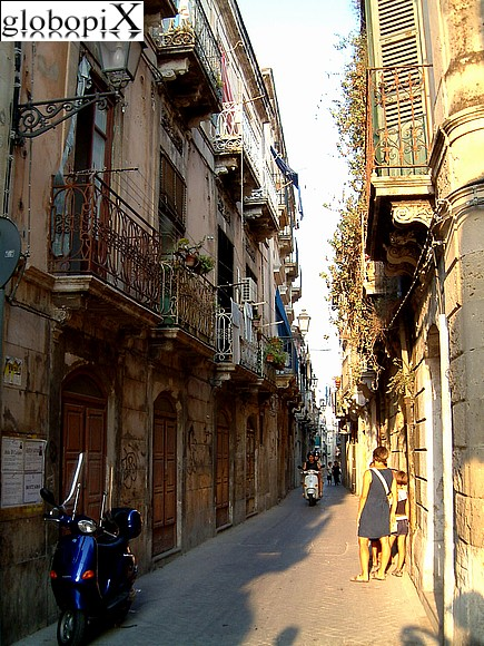 Syracuse - Narrow streets of Ortigia