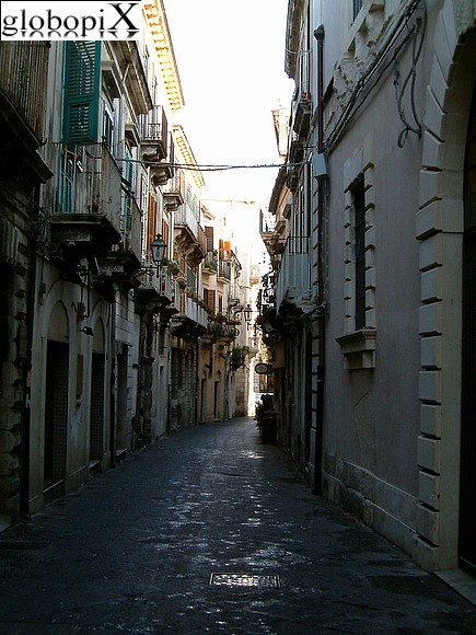 Syracuse - Passages in Ortigia