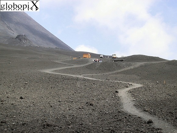 Etna - Path to the peak