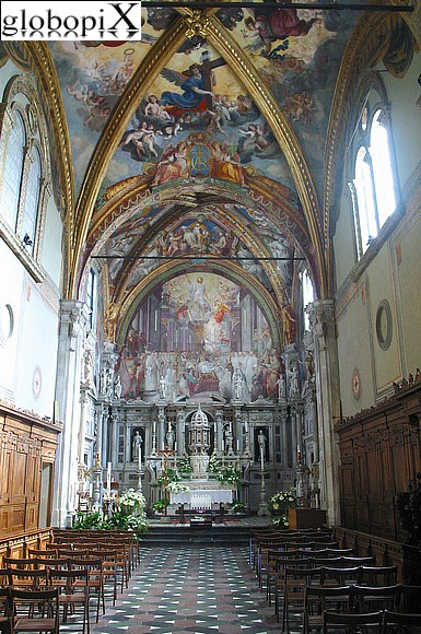 Dintorni di Firenze - Inside the church of San Lorenzo