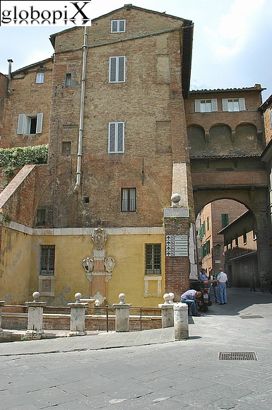 Foto siena porta romana globopix - Porta romana viaggi ...