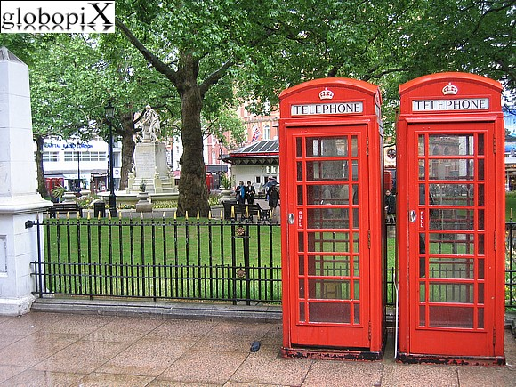 London - Red telephone box