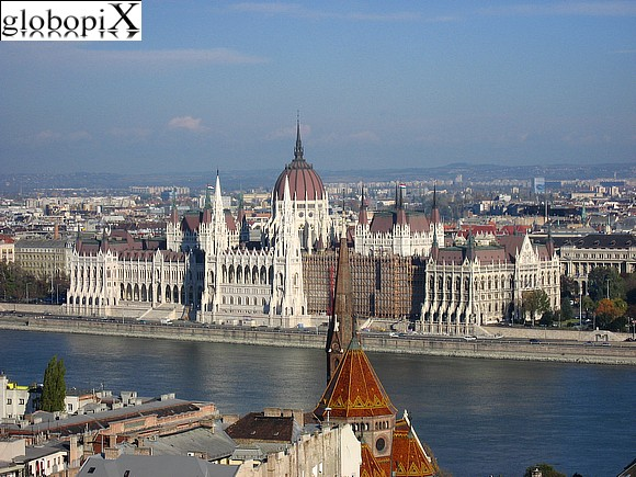 Il Parlamento Ungherese visto da Buda